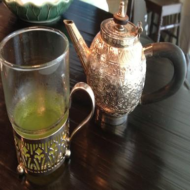 Erawan Tea Room in Bangkok: serving tea Thai style