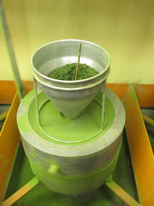 grinding matcha tea