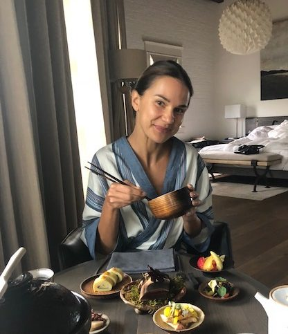 La Muse Blue enjoys her breakfast