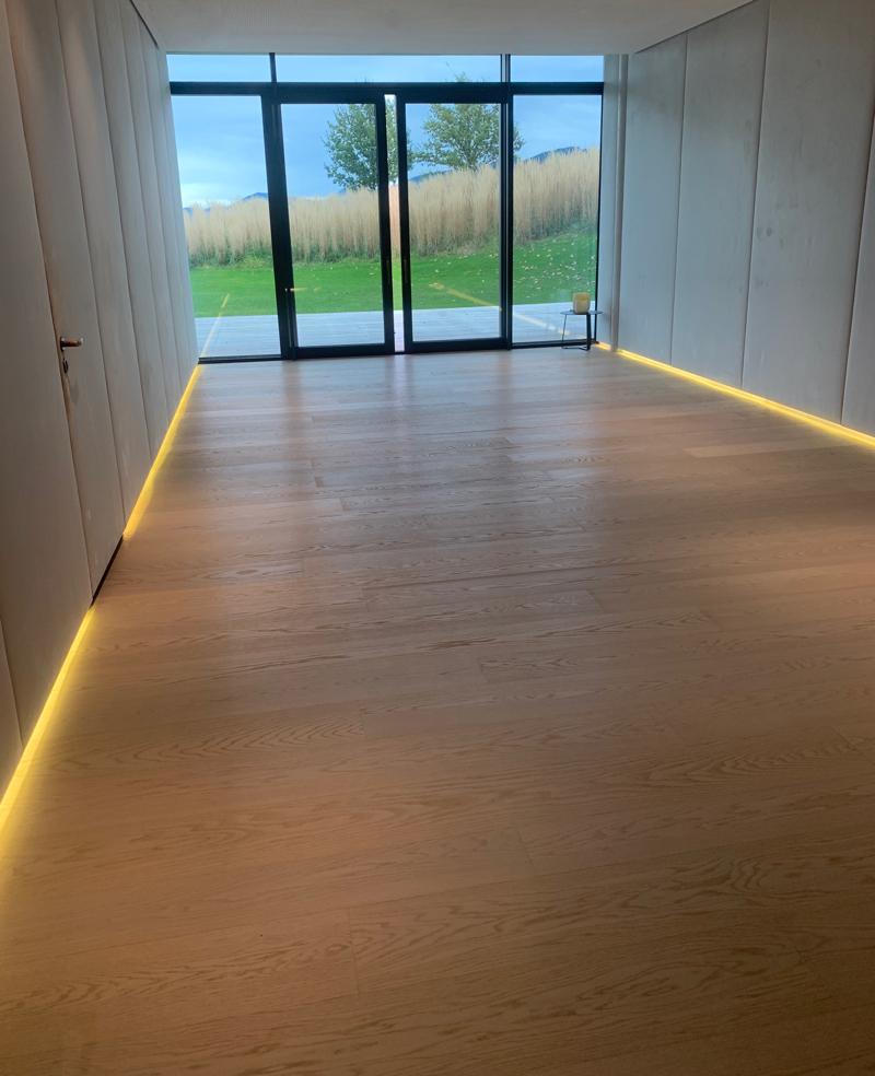 minimalist yoga room