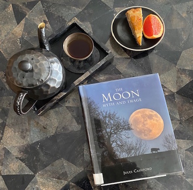 The Moon: her, the mirror of light in the darkness of cyclic renewal